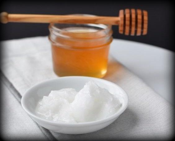 1. Masque visage miel + huile de noix de coco