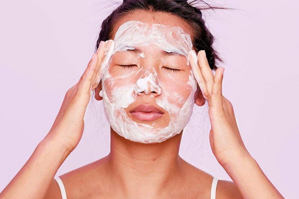 4 remèdes contre l'acné du front