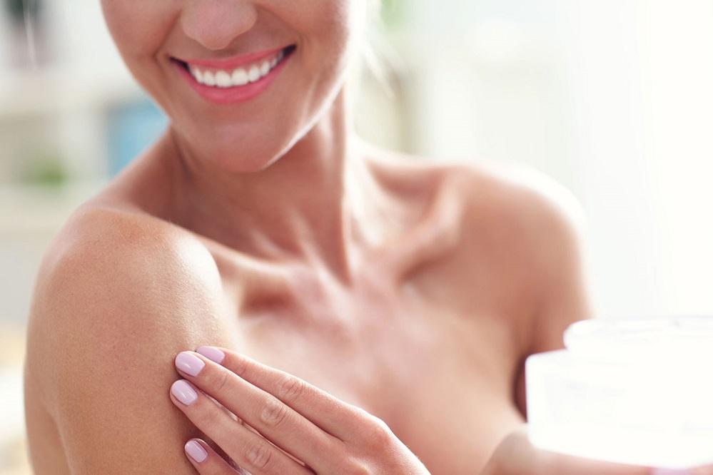 6 remèdes pour éliminer l'acné sur la poitrine