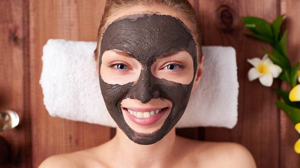 20 masques au charbon DIY que vous devez absolument essayer