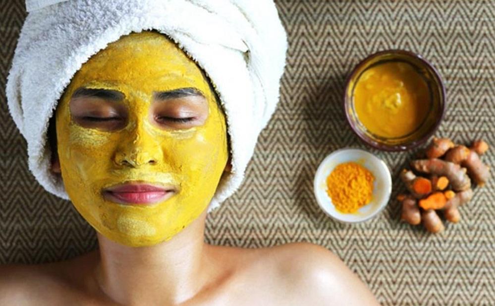 20 masques au curcuma maison pour s'attaquer à tous vos problèmes de peau