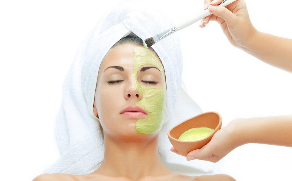 20 recettes de masques pour le visage pour resserrer les pores