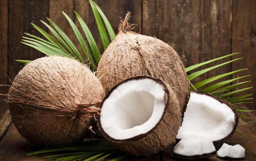 77 utilisations possibles de l'huile de noix de coco (alimentation, soin du corps, produits ménagers et médecine naturelle)