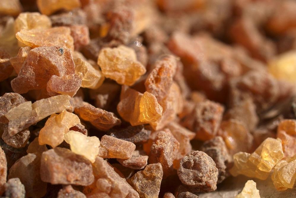 Bienfaits de l'huile essentielle de myrrhe : pour la peau, la relaxation et plus encore