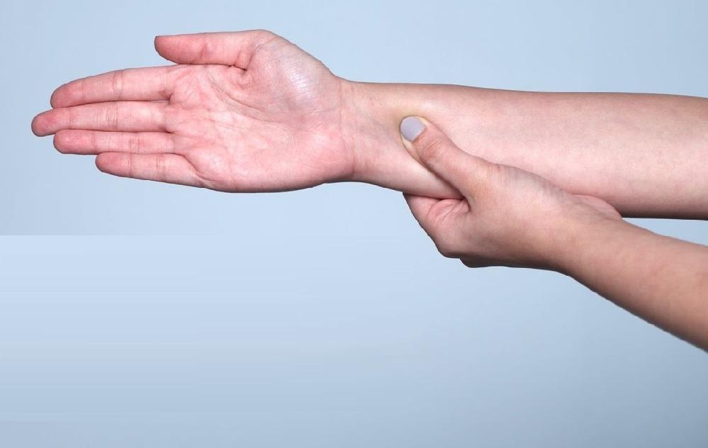 L'acupression et ses vertus : points d'acupression pour soulager la douleur, le syndrome prémenstruel et l'insomnie