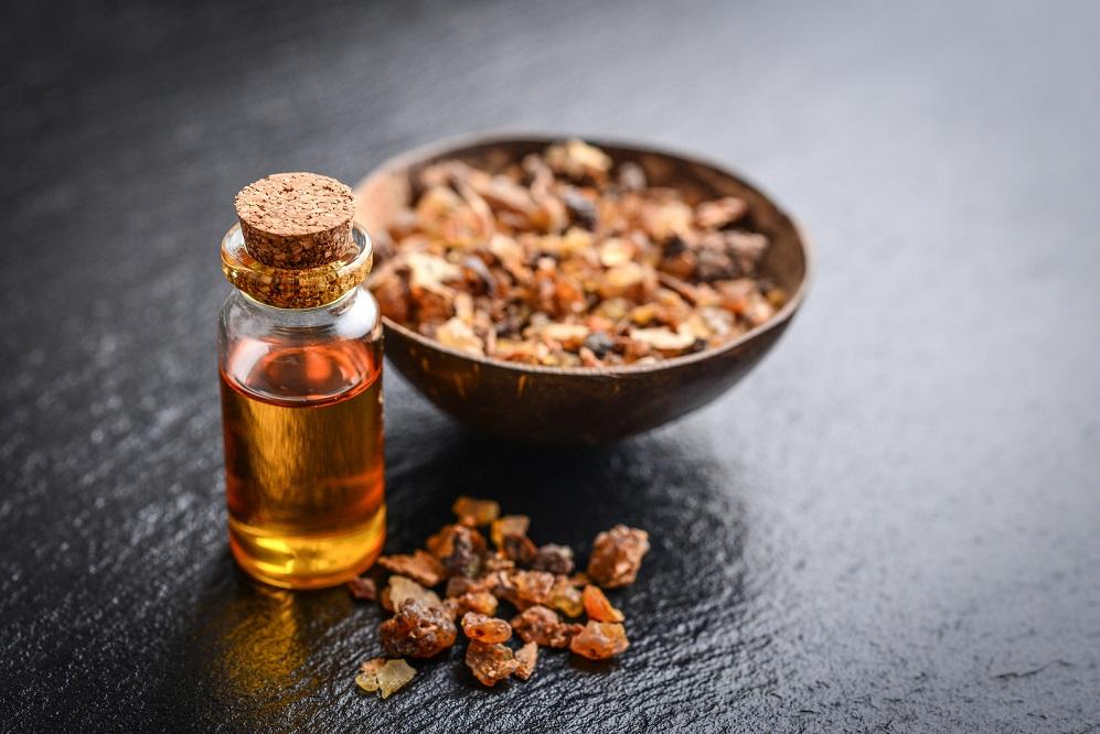 11 utilisations et avantages de l'huile de myrrhe