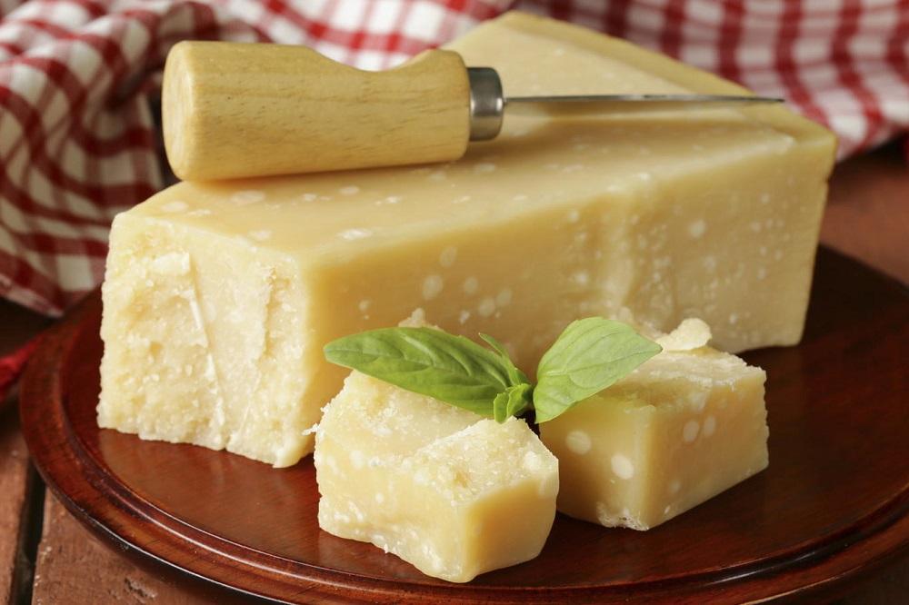 Bienfaits du parmesan sur la santé (+ valeur nutritive)
