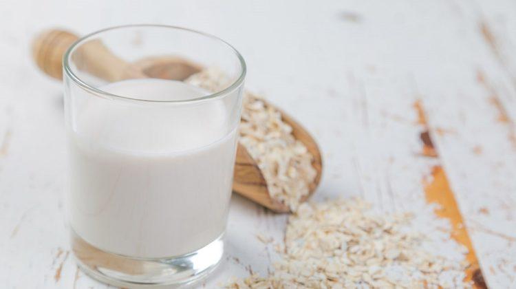 Comment préparer votre propre lait d'avoine ? (+ bienfaits sur la santé)