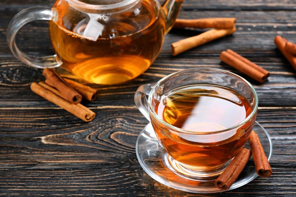 Bienfaits du thé à la cannelle sur la santé (+ comment le préparer)