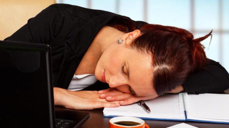 Fatigue et maux de tête : 16 raisons possibles