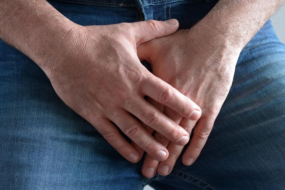 Pourquoi ai-je une bosse sur le gland de mon pénis ? (+ traitements)