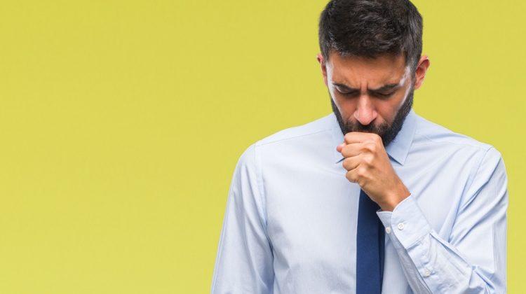 Pourquoi ai-je une toux accompagnée de douleur à la poitrine ?