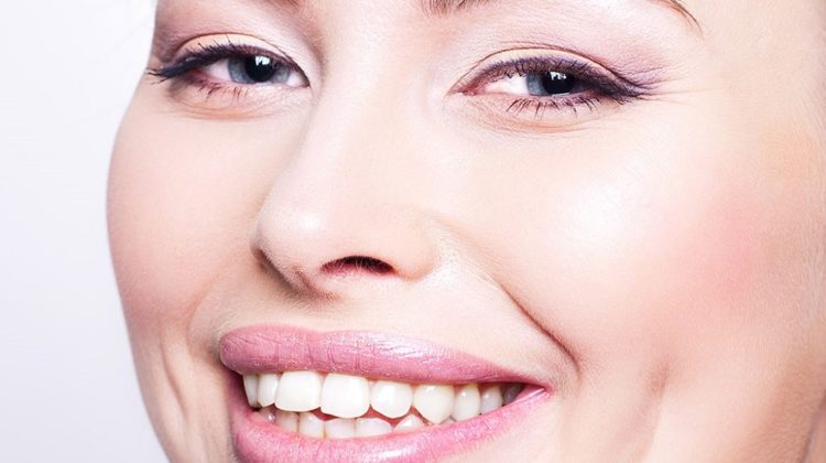 Pourquoi certaines personnes ont-elles des fossettes de joue ?