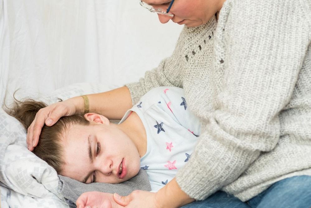 Que sont les convulsions ? (causes, symptômes et traitement)