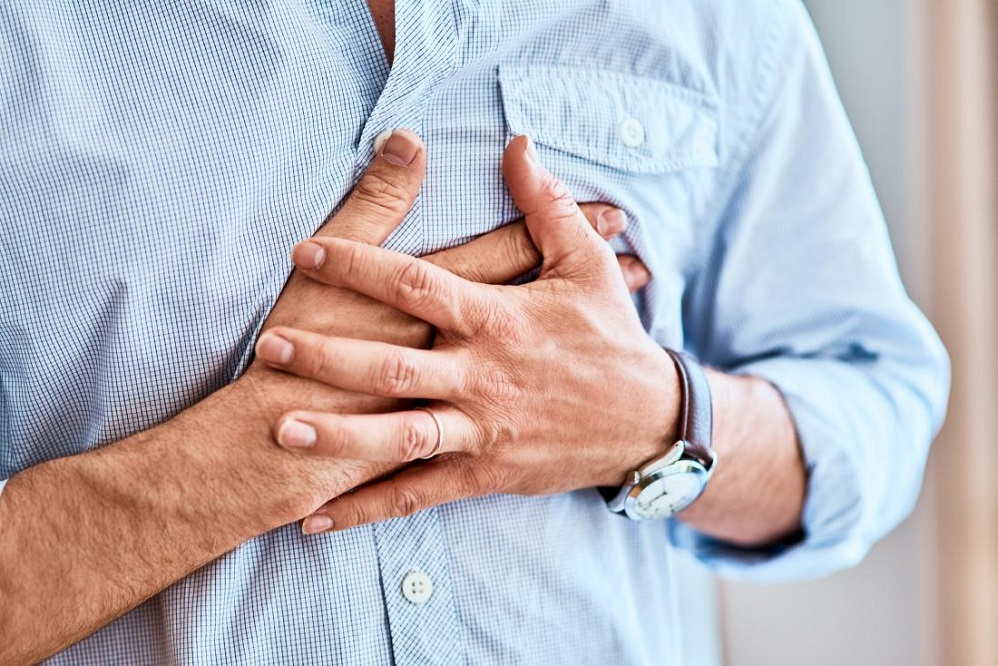 Quelles sont les causes courantes de douleurs à la poitrine et au cou ?