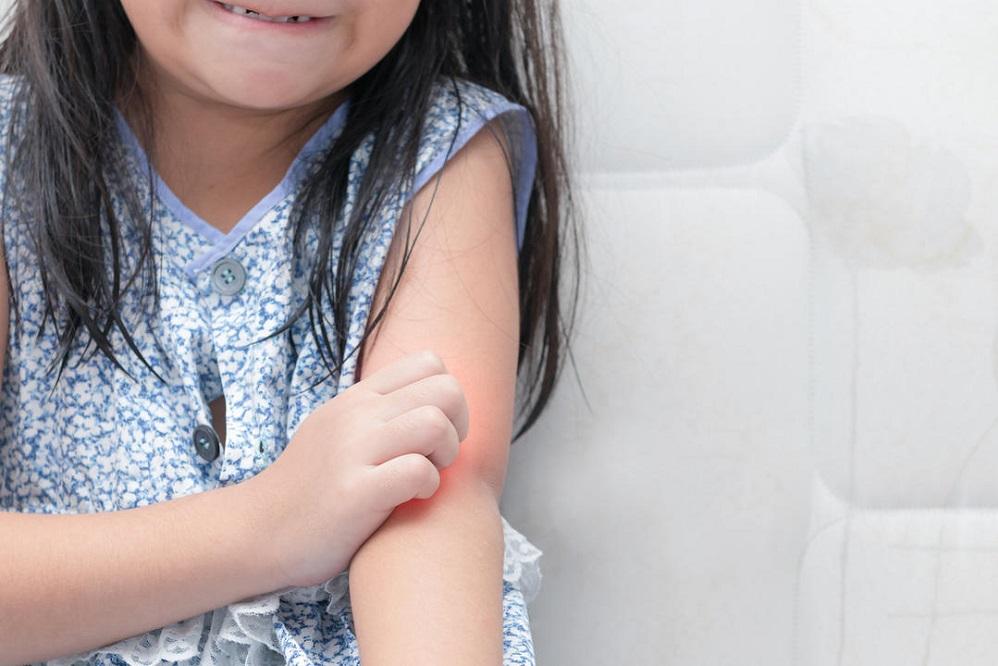 Comment un humidificateur peut-il aider la peau sèche de mon enfant ?