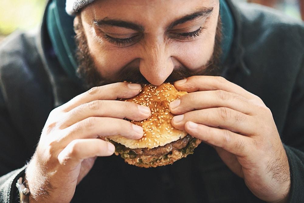 Manger rapidement fait-il grossir ?