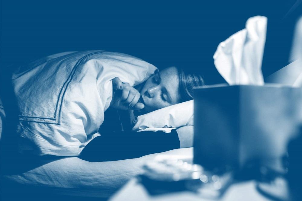 Qu'est-ce qui cause ma toux sèche la nuit ? (+ remèdes)